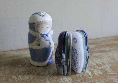88 マトリョーシカ豆本【冬の物語】