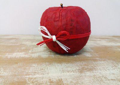 69 りんごの張り子の中「和紙の美」柳宗悦